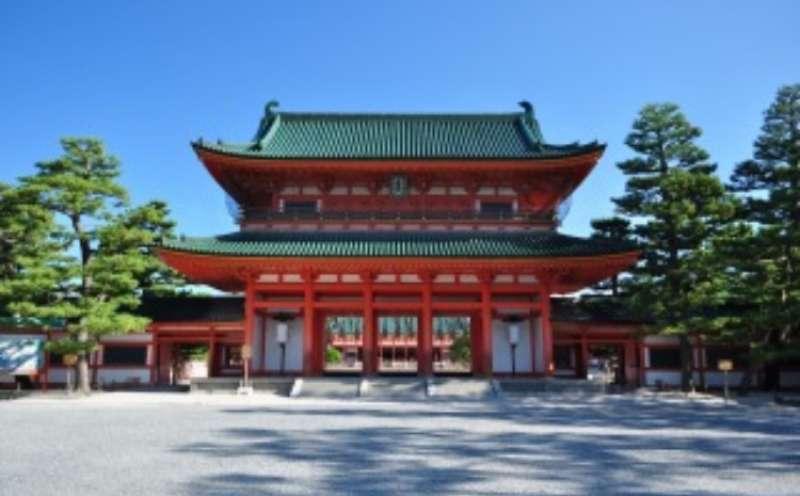 the entrance of Heian Shrine