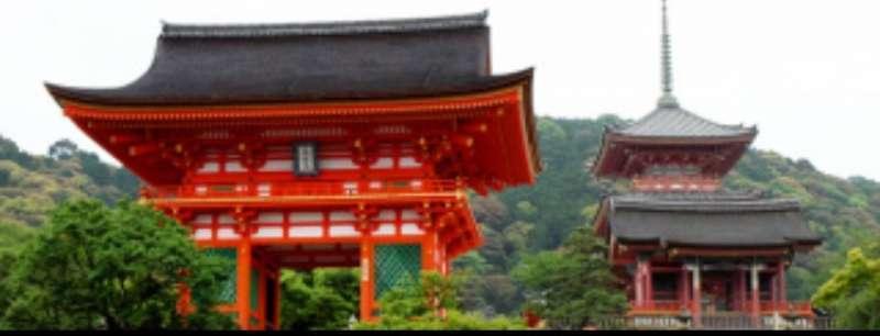 The Nio-Gate(Gate of the Deva Kings), the entrance to Kiyomizudera Temple