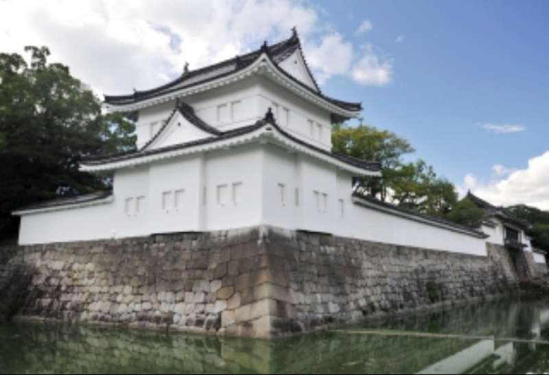 the moat and the turret of Nijo Castle