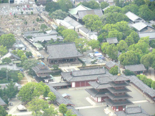 Shiten-noji Temple viewed from the observatory deck at the 60th (top) floor of ABENO HARUKAS