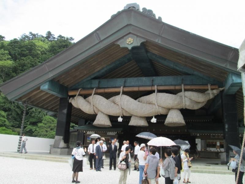 Izumo Grand Shrine: one of the largest shrine sacred straw rope