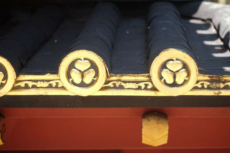 Tokugawa family crests decorated with genuine gold leaf at Kunozan Toshogu Shrine