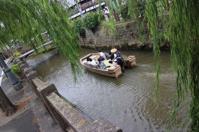 Leisure boat in Ono River