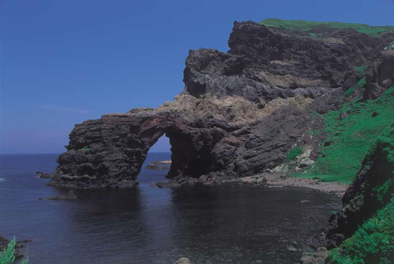 Tsutenkyo Arch: This impressive rock arch has been carved by the power of the wind and waves over time. It is a part of Kuniga Coast.
