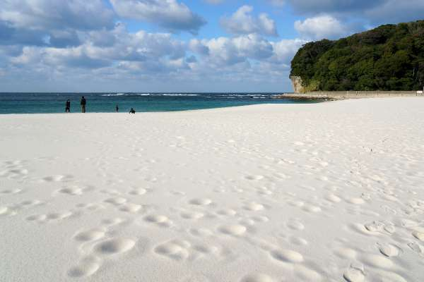 Five Great Places to Enjoy Sand in Japan