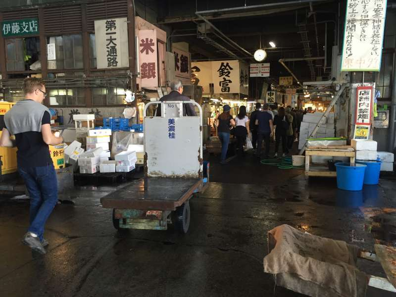 Tsukiji fish market handles 400 kinds of seafood. It is the main center for SUSHI.