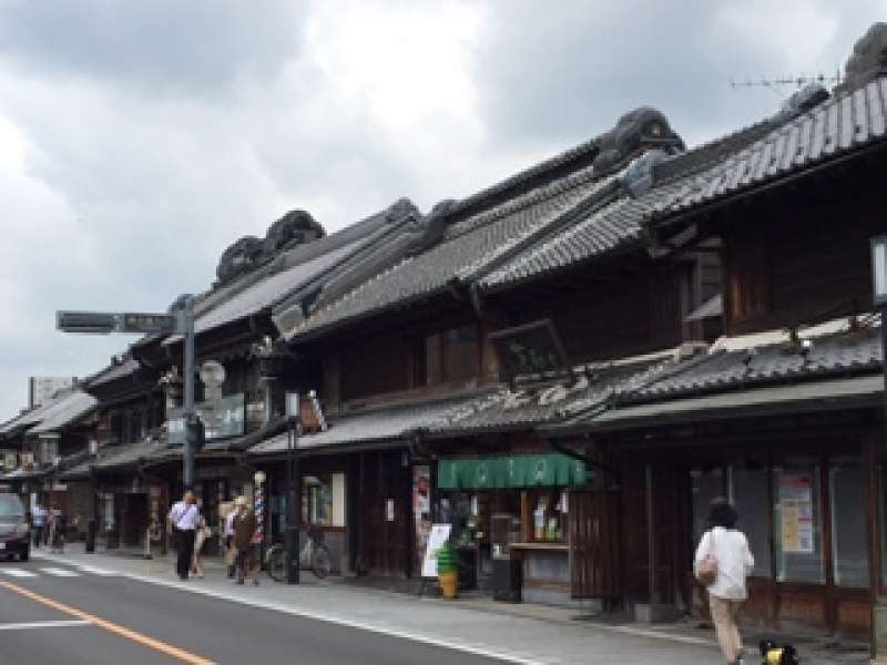 Old town street, you can see the construction of a kurazukuri (old strehouse).
