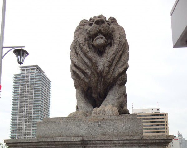 The statue of Lion on Naniwa bridge