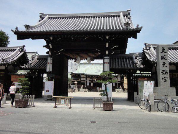 The gate of Osaka Tenmangu Shrine