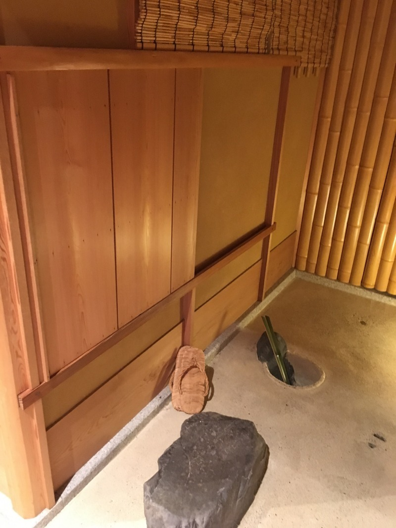 The entrance to the tea room. This narrow entrance has a very important role in tea ceremony.