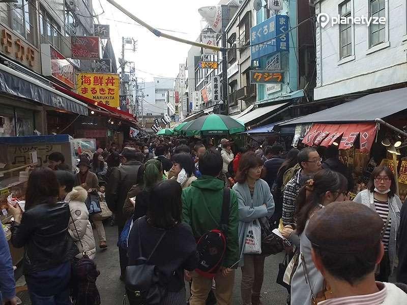 Outer Tsukiji Market is a dining room of Tokyo Metropolitan.