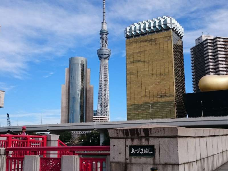 Tokyo Sky Tree and Asahi brewery building can be seen from Asakusa.