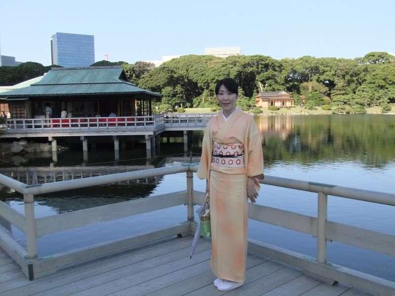 Many people join tea ceremony clad in Kimono.