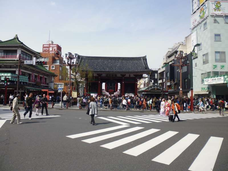 Asakusa is a popular sightseeing site where there is Tokyo's oldest temple named Sensoji. This photo is the Thunder Gate which is the entrance to the temple and a landmark of Asakusa.