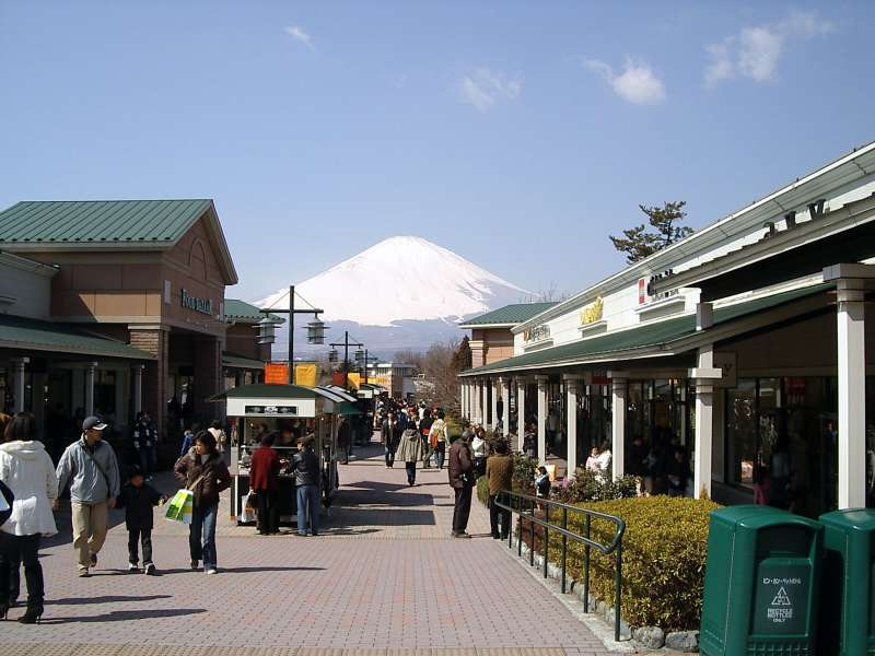 Gotemba Premium Outlet. A large outlet near Mt. Fuji. You can enjoy shopping with reasonable Prices.