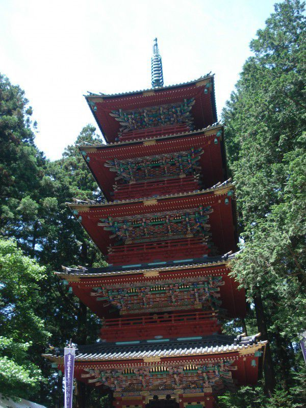 Pagodas are for Buddhist temples but here in Toshogu Shrine, you can see a lot of Buddhism related structures.