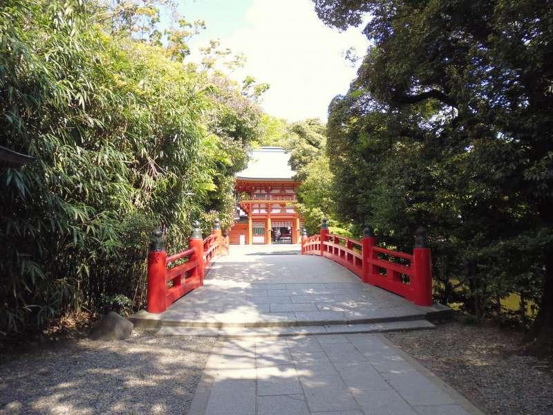 An approach to Omiya Hikawa Shrine