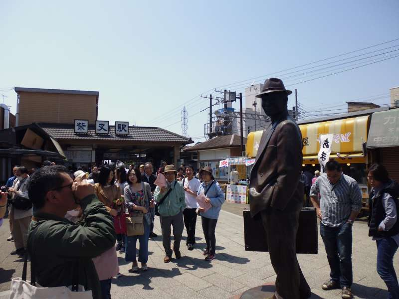 The statue of the main character in the movie, of which setting was in Shibamata. The photo's background is Shibamata station. The story is to be continued in my tour.