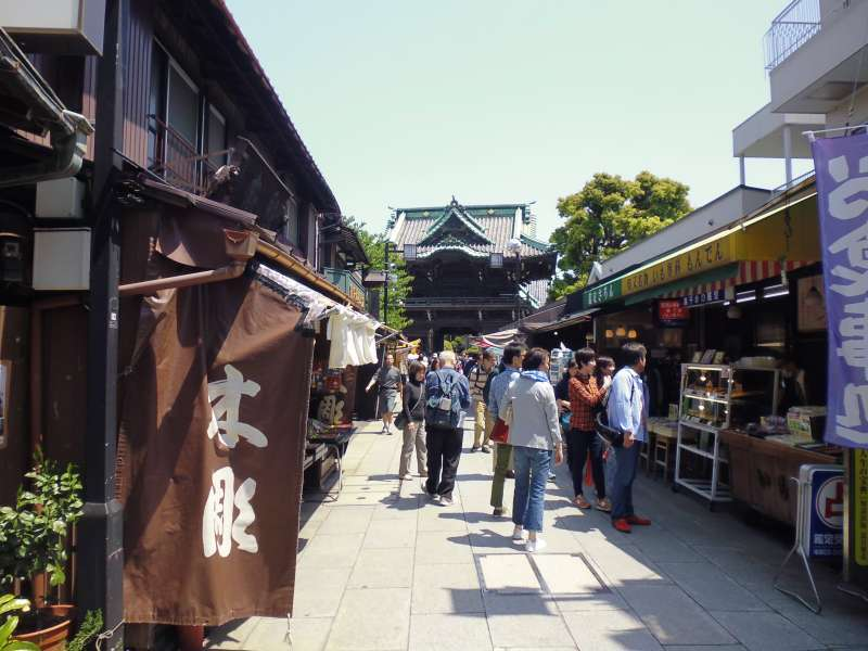 An approach to a Buddhist temple called Taishakuten. The most famous local specialty is Kusa-dango, rice damplings mixed with mugwort grass and sweet red bean paste.