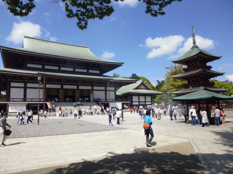 The Main Hall and the three storied pagoda in Narita-san Shinshoji Temple