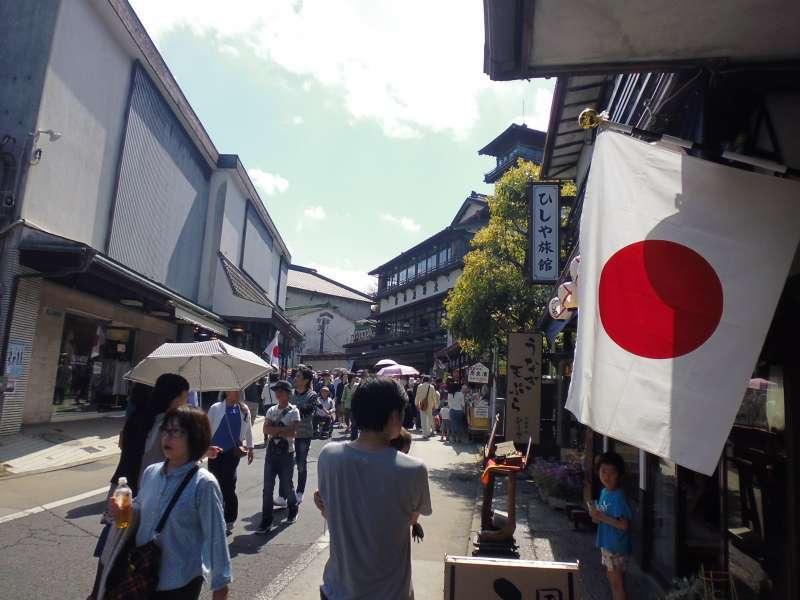 The approach to Narita-san Shinshoji Temple