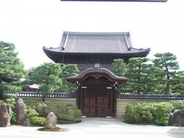 Kennin-ji  Temple and dry landscape garden  It is very  quiet  and peaceful. The large rocks abd green moss on white sand is a style of  garden known as the