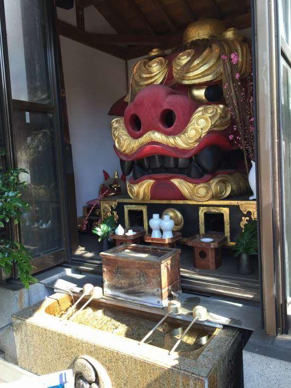 Nami-yoke shrine in Tsukiji