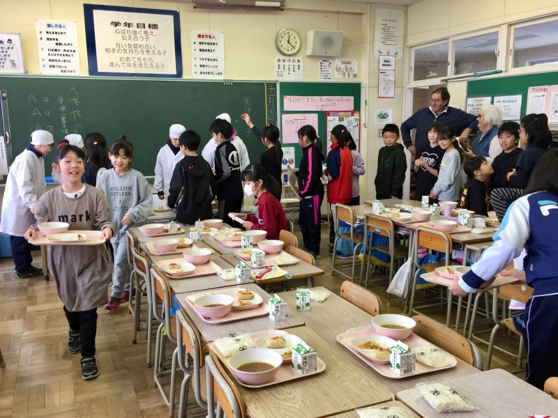School lunch in the classroom