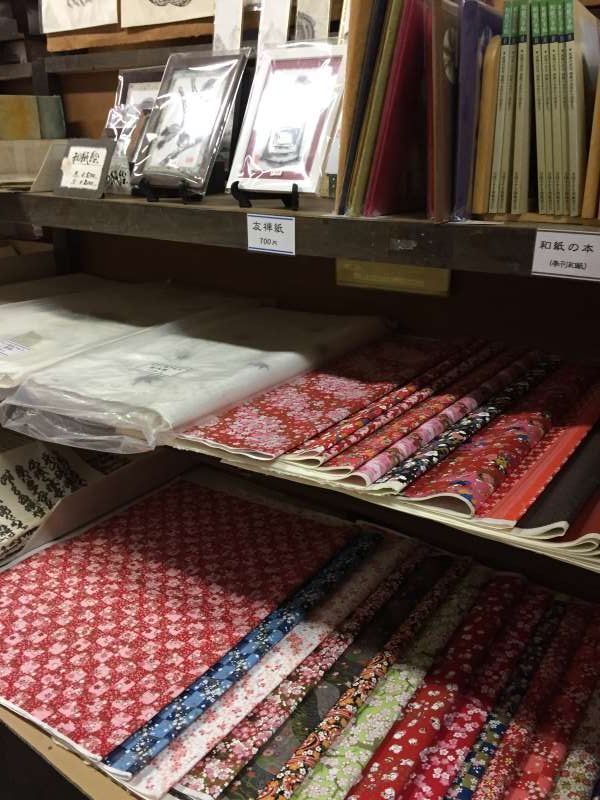 In the workshop, you can buy various sizes and colors of Washi paper