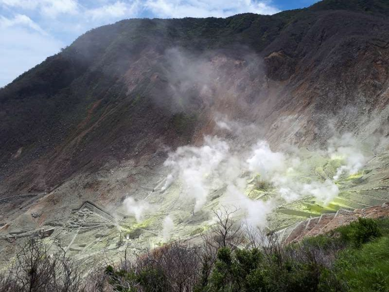 Hakone Oowakudani.  Volcanic activity is still excitingly going on.