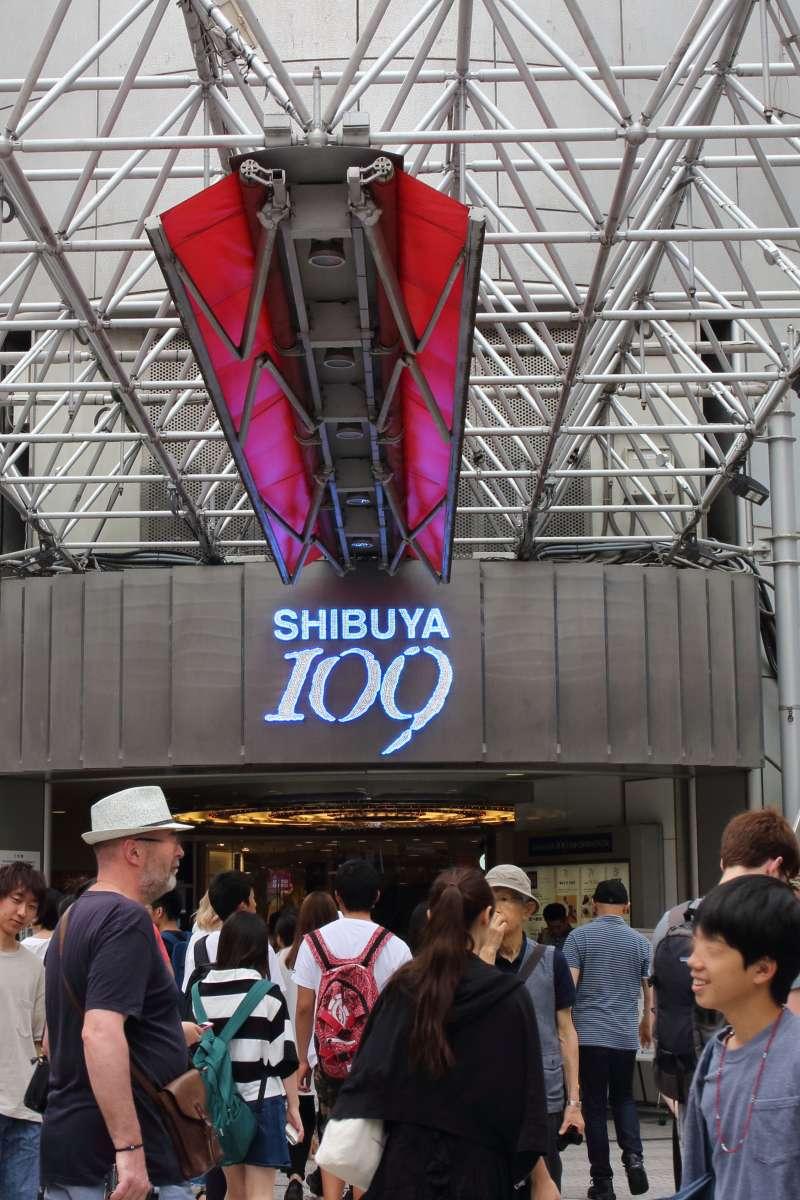 Shibuya  109,   a mecca for young fashion