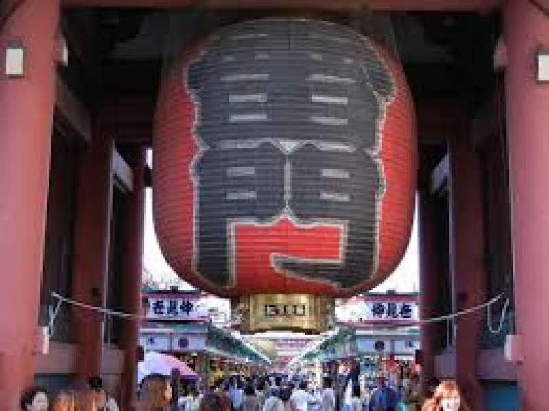 Asakusa Kaminarimon Gate.