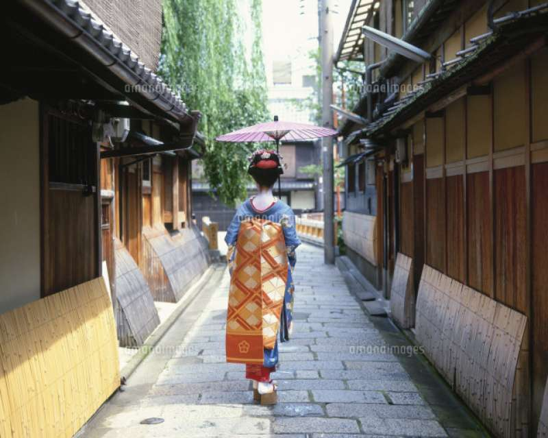 A large entertainment district where Maiko culture still prevails