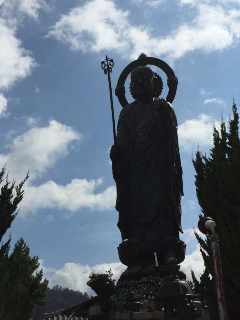 [Aug.] The Hopping of the Local Guardian Deity for the Folks (Jizo Budda; お地蔵さん) (3 of 3)