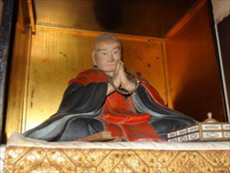 statue of Kakuzenbo Hoin In-ei