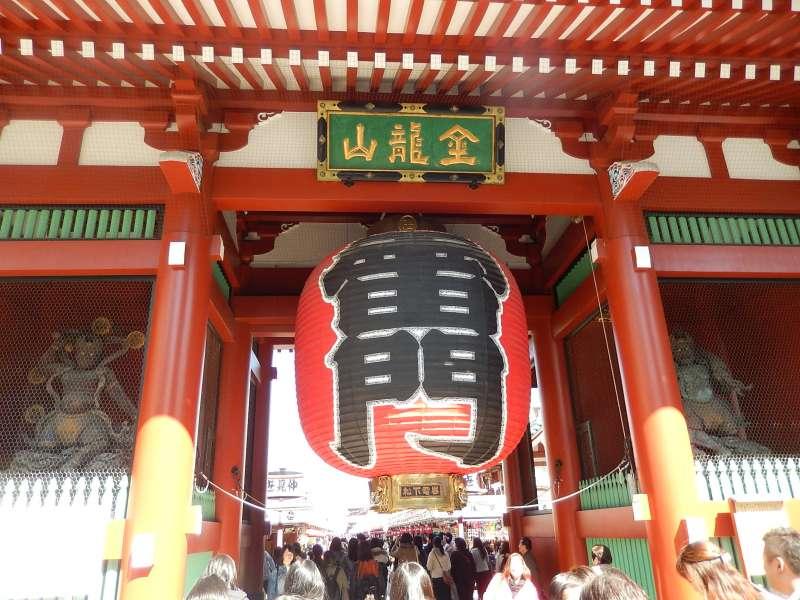 Kaminarimon gate in Asakusa