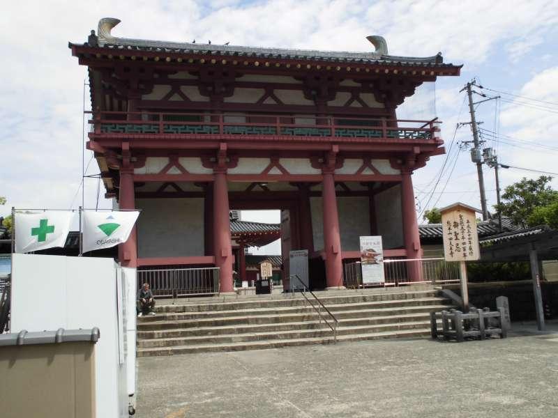 Shitennoji temple: established more than 1400 yeras ago. (Optional tour itemt)