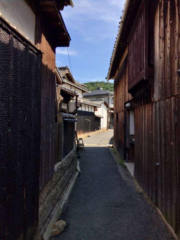An alley in Honmura area