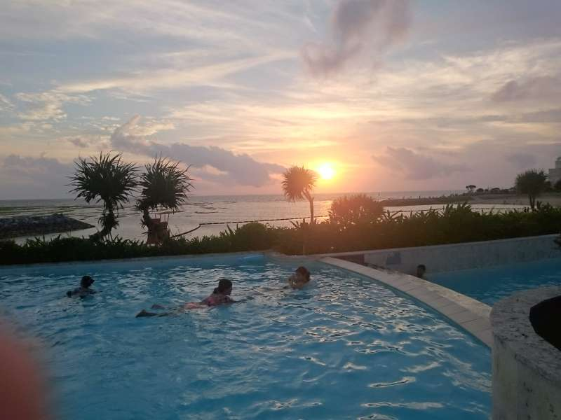 If you would like to go chura yu which is hot springs and resort pool by the beach, you may go. It is next to the sun set beach. There are healing pool. During April to October there are also water pool, at the same time, you can take a hot spring bath at this Theme villa chura-yu.