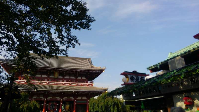 Sensoji Temple and Nakamise-dori Street where you can feel the atomosphere of common people of old times of Japan