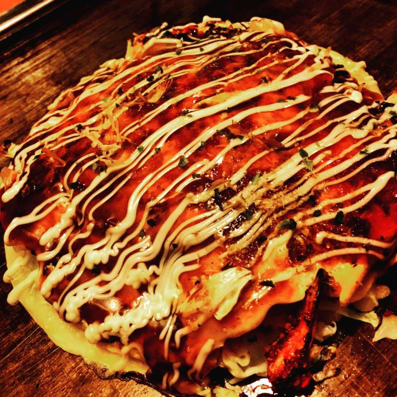 How about having Okonomiyaki for lunch, Osakas must try food !?