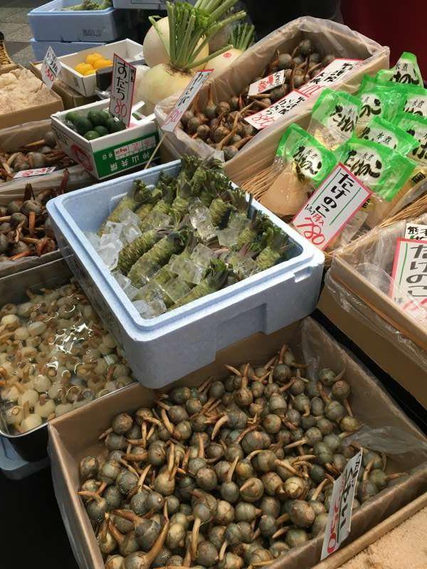 Find local food at Kuromon market !