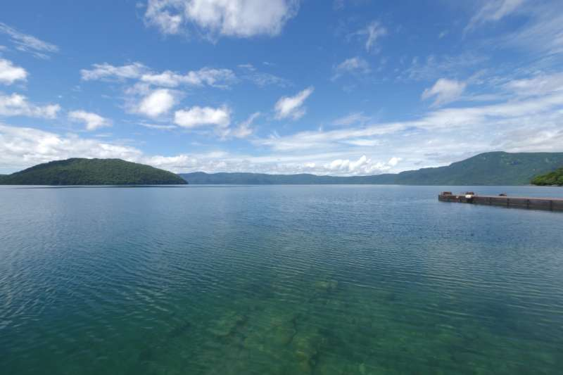 Lake Towada (photo by Planetyze)