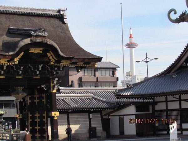 Kara mon gate and Kyoto Tower at Nishi Hionganji Temple