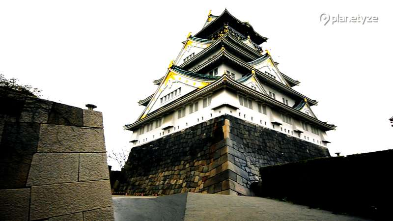 Osaka castle ( Photo by Planetyze)
