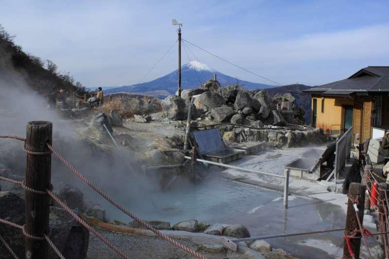 Oowakudai, most famous Hakone volcano geting up at the ropeway