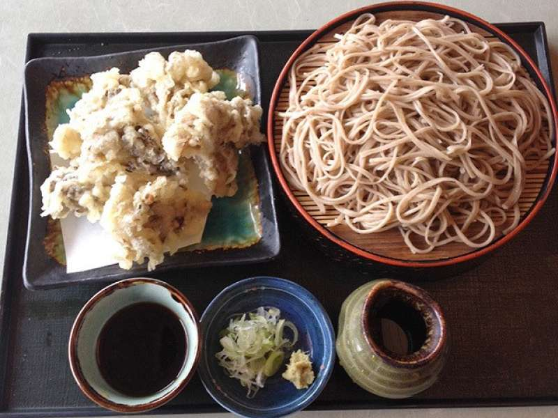 One of the example of the gourmet mostly consumed by locals is Maitake-tenzaru: soba noodle with maitake mush-room.