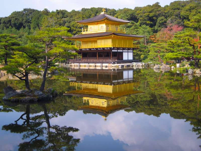 Kinkakuji can be incorporated with an altered itinerary.