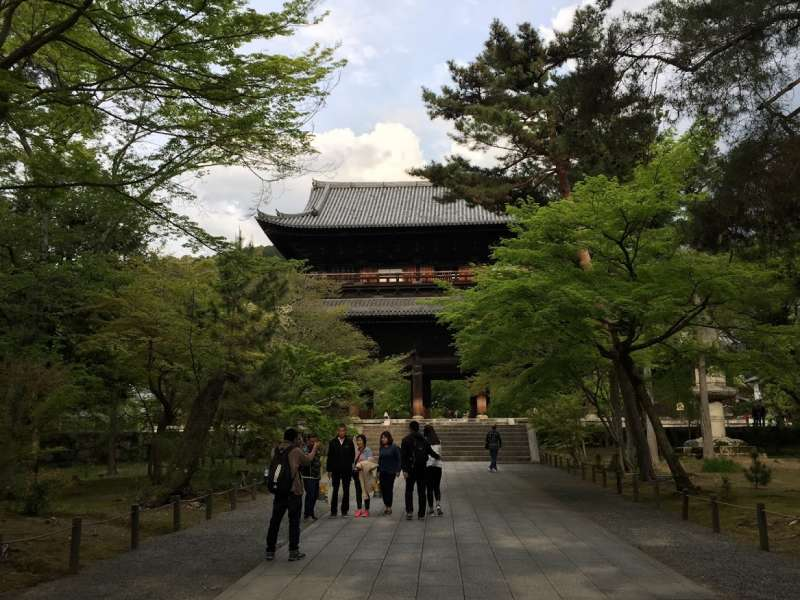 Nanzenji temple, ancient head temple of Zen meditation sect of Buddhism in the 16th century.  It is peaceful and spacious temple. A lot of maple trees turn to crimson color in autumn, and cherry blossom are in full broom in April. It's so nice!