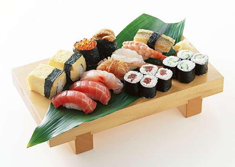 delicious fresh Sushi plate - try in Tsukiji fishmarket